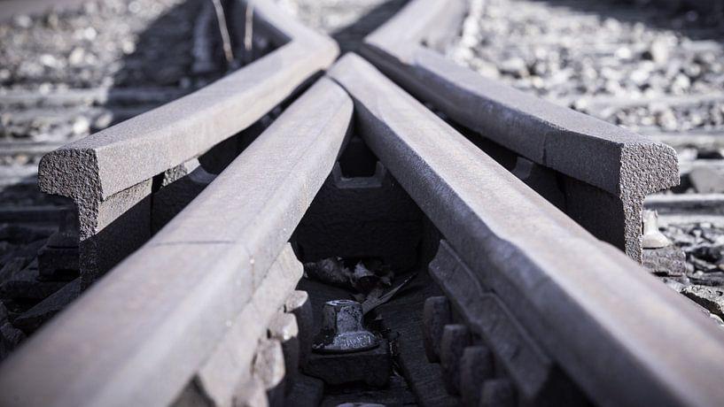Verlaten oude treinrails wisselspoor van Fotografiecor .nl