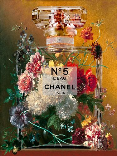 Stillleben mit Blumen in einer Parfümflasche