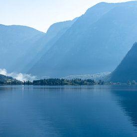 Het Hallstatt-meer in de ochtend van Peter Baier