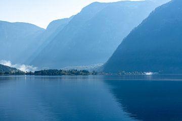 Hallstätter See am Morgen von Peter Baier