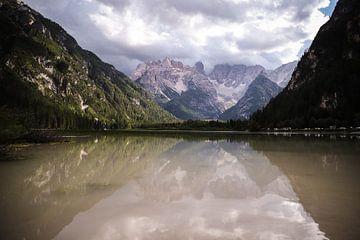 Lago di Landro, Italië van Isabel van Veen