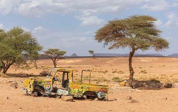 Auto in der Wüste Sahara (Erg Chegaga - Marokko) von Marcel Kerdijk