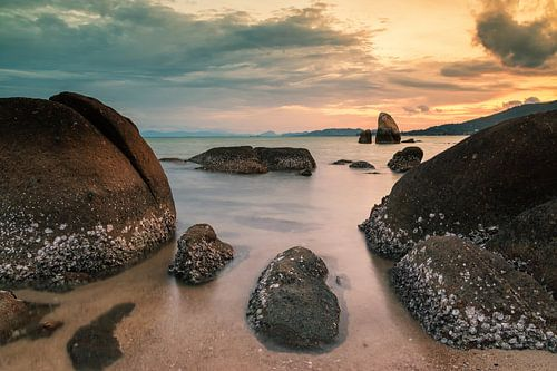 Sunset on Koh Samui van Ilya Korzelius