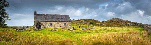 Panoramafoto met een oud kerkje in Noord Wales, Groot-Brittannië