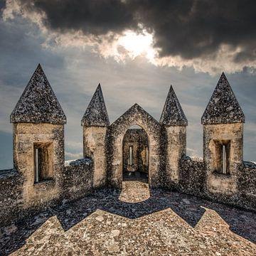 De kantelen van het kasteel van Almodovar del Rio van Harrie Muis