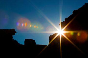 Zonsondergang door de bergen  van Dexter Reijsmeijer