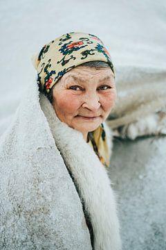 Portret van vrouw in Siberië, Rusland van Milene van Arendonk