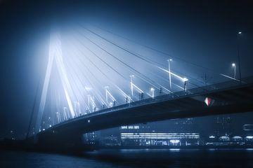 Erasmusbrücke im Nebel von Niels Dam