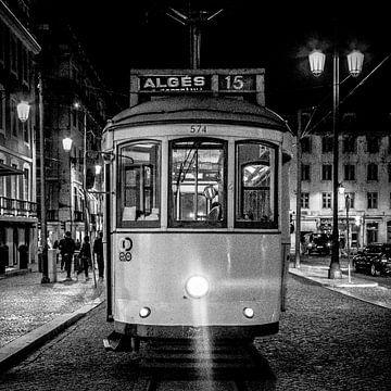 Tram - Lissabon (zwartwit) van Rob van der Pijll
