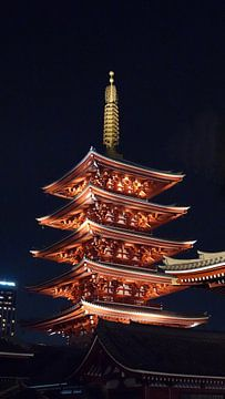 Senso-ji pagode bij nacht in Tokio, Japan van Aagje de Jong