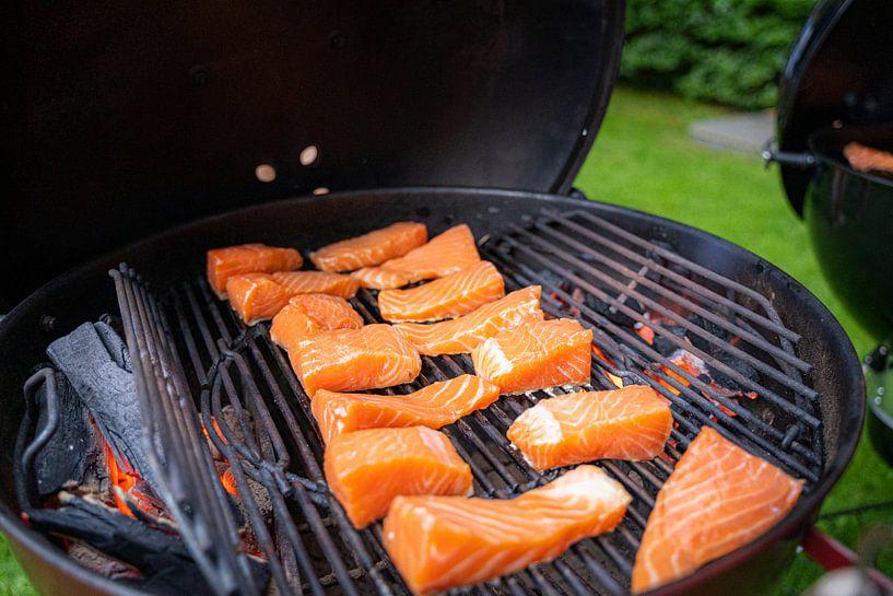 Koken op de buiten  keuken in de zomer van Fotografiecor .nl