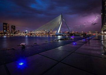 Onweer boven Rotterdam van Maarten Hooijmeijer