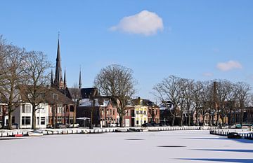 Stadsgezicht op Woerden in de winter in de provincie Utrecht van Robin Verhoef