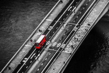 red bus von Paul Grünewald
