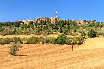 Toscaans dorp op de heuvel von Dennis van de Water