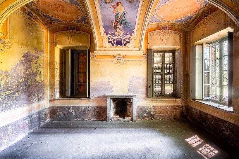 Verlassenes Bauernhaus mit warmen Farben. von Roman Robroek