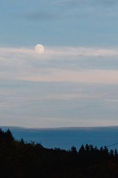 Maanlicht boven de heuvels van Annemarie Rikkers