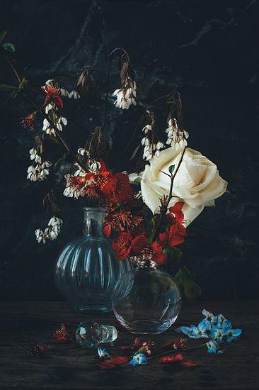 Stilleven met roos en bloesem in oude meesters stijl