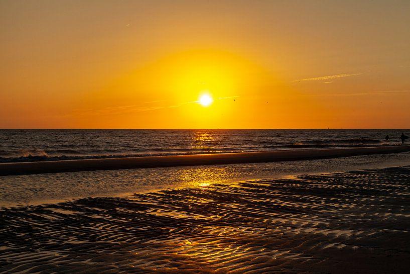 Zonsondergang op het strand van Nel Diepstraten