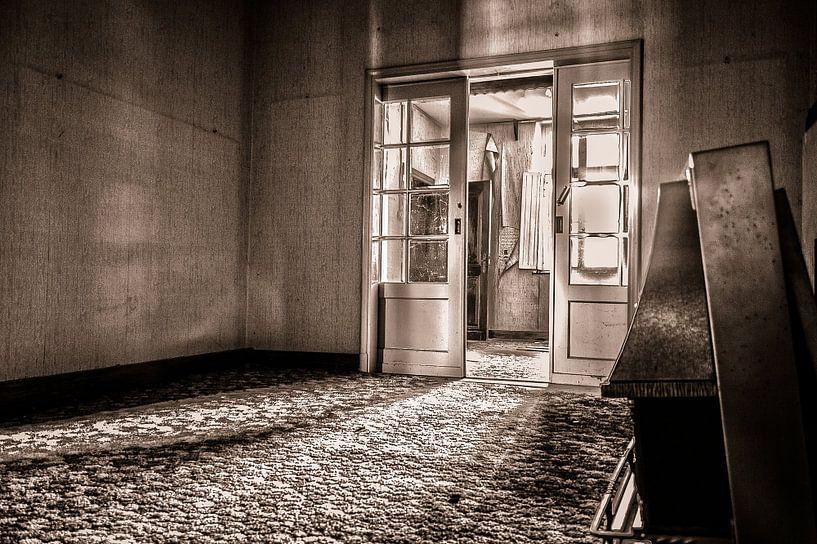 Verlaten woonkamer van Julian Buijzen