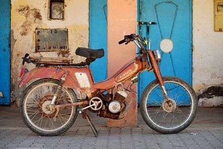 Old Moroccan Mobylette Moped von Riekus Reinders