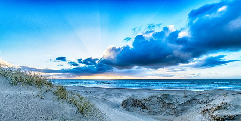 Wolken boven de Noordzee van Alex Hiemstra