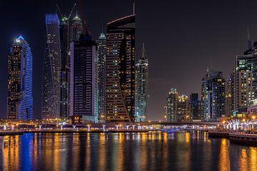 Dubai bij nacht 9 van Peter Korevaar