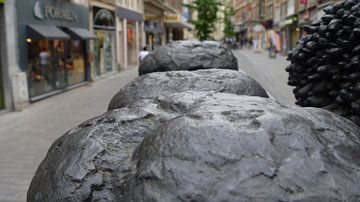 Stenen broden van Yves Flawinne