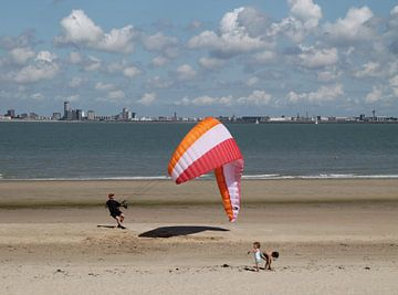 Kitesurfen aan de Zeeuwse kust von Tineke Mols