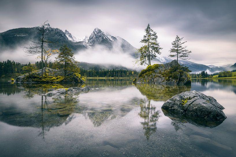 Rainy morning at Hintersee (Bavaria) van Dirk Wiemer