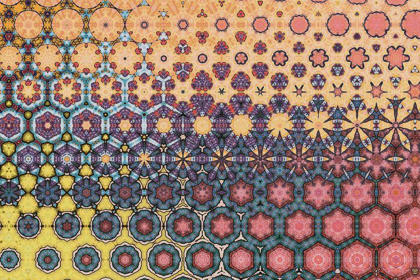 abstrakter farbenfroher geometrischer Hintergrund mit künstlerischen Elementen von Ariadna de Raadt-Goldberg
