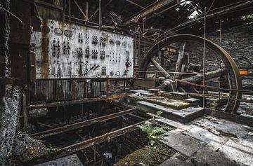 Verlaten fabriek in verval van Joren Mus