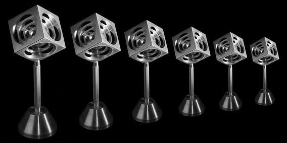 3D Kubus op voet van Bob de Bruin