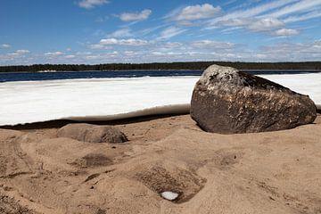 Een bevroren meer in Finland van Irene Hoekstra