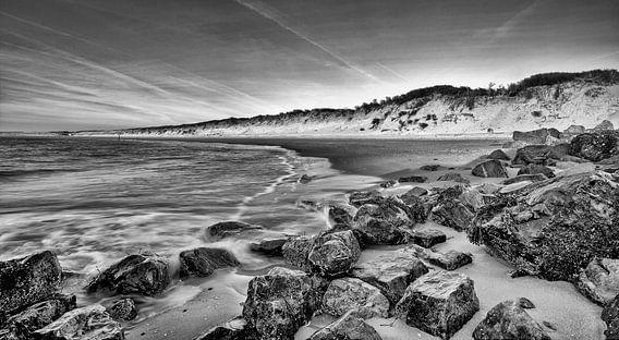 Strand Brouwersdam aan de Noordzee, Zeeland van Rob van der Teen