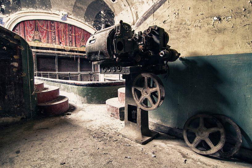 Leegstaand Theater - Bioscoop met projector van Frens van der Sluis