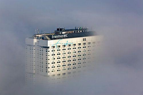Erasmus MC in de mist te Rotterdam