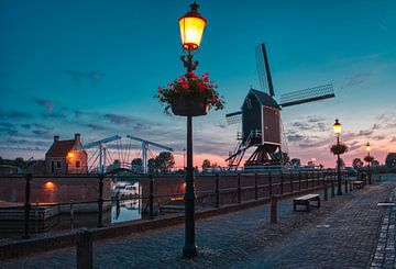 Heusden bij zonsopkomst van Tim Vrijlandt