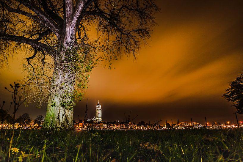 Deventer skyline by night van Frank Slaghuis