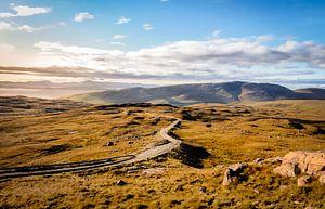 De slingerende weggetjes van de westkust van Schotland van