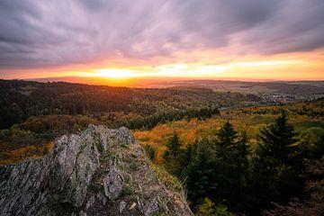 Uitzicht over de Taunus bij zonsondergang van Christian Klös