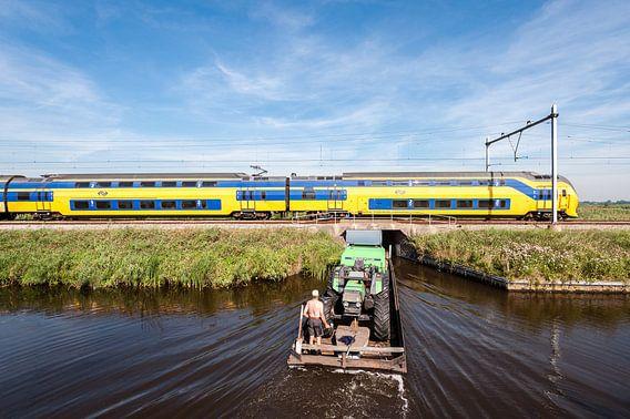 Der Zug in der holländischen Landschaft: Oostzaan