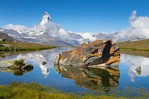 Spigelung des Matterhorns im Stellisee von Menno Boermans