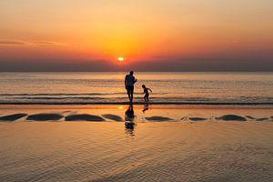 Zonsondergang met vader en zoon