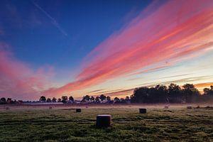 Explosive Farben bei Sonnenaufgang III von Anneke Hooijer