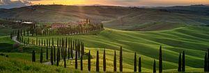 Ondergaande zon boven Agriturismo Baccoleno in Toscane