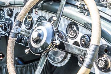 Vintage Bentley dashboard uit de jaren 20 met geborsteld aluminium van
