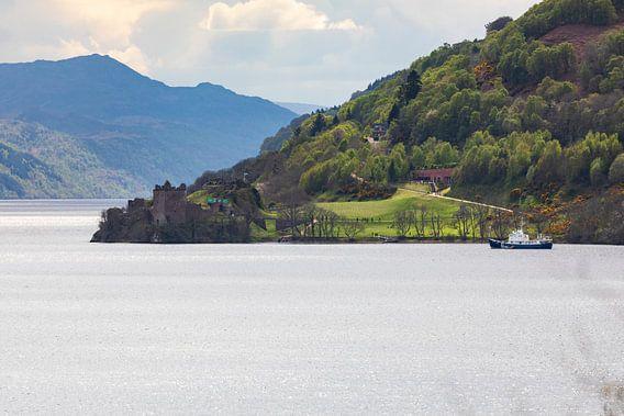 Schotland, Loch Ness: Urquhart Castle van Remco Bosshard