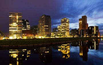 Amsterdam Zuid-as blauwe uur skyline von Dennis van de Water