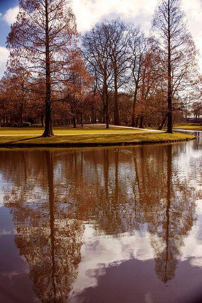 Weerspiegeling park van Godelieve Luijk